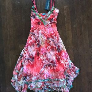 Dresses & Skirts - Floral print flowy dress with button detailing